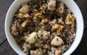 Breakfast quinoa with pear and walnuts