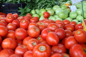 Fresh New Jersey tomatoes. I love the contrast of colors!