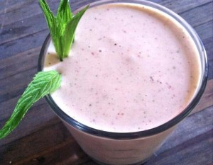 Strawberry Mint Smoothie - perfect for Wimbledon watching!
